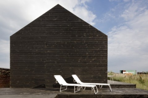 50b92a1eb3fc4b2a3f0000f7_stealth-barn-carl-turner-architects_-c-_tim_crocker_stealth_barn-2908_copy-528x352
