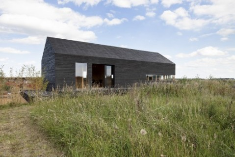 50b92a48b3fc4b2a3f0000f9_stealth-barn-carl-turner-architects_-c-_tim_crocker_stealth_barn-2339_copy-528x352