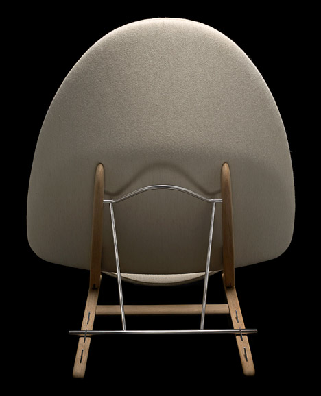 Hans-Wegner-Tub-Chair_dezeen_468_1