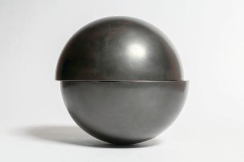 tom-kunig-designed-urn-remodelista
