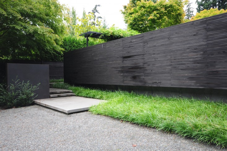 black-fence-roundup-allworth-design_gardenista