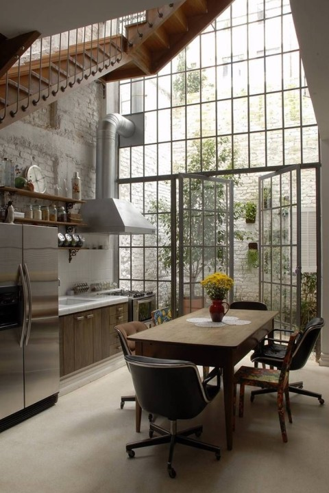 factory-metal-windows-garden-estudio-vitorpenha-gardenista_0-722x1080